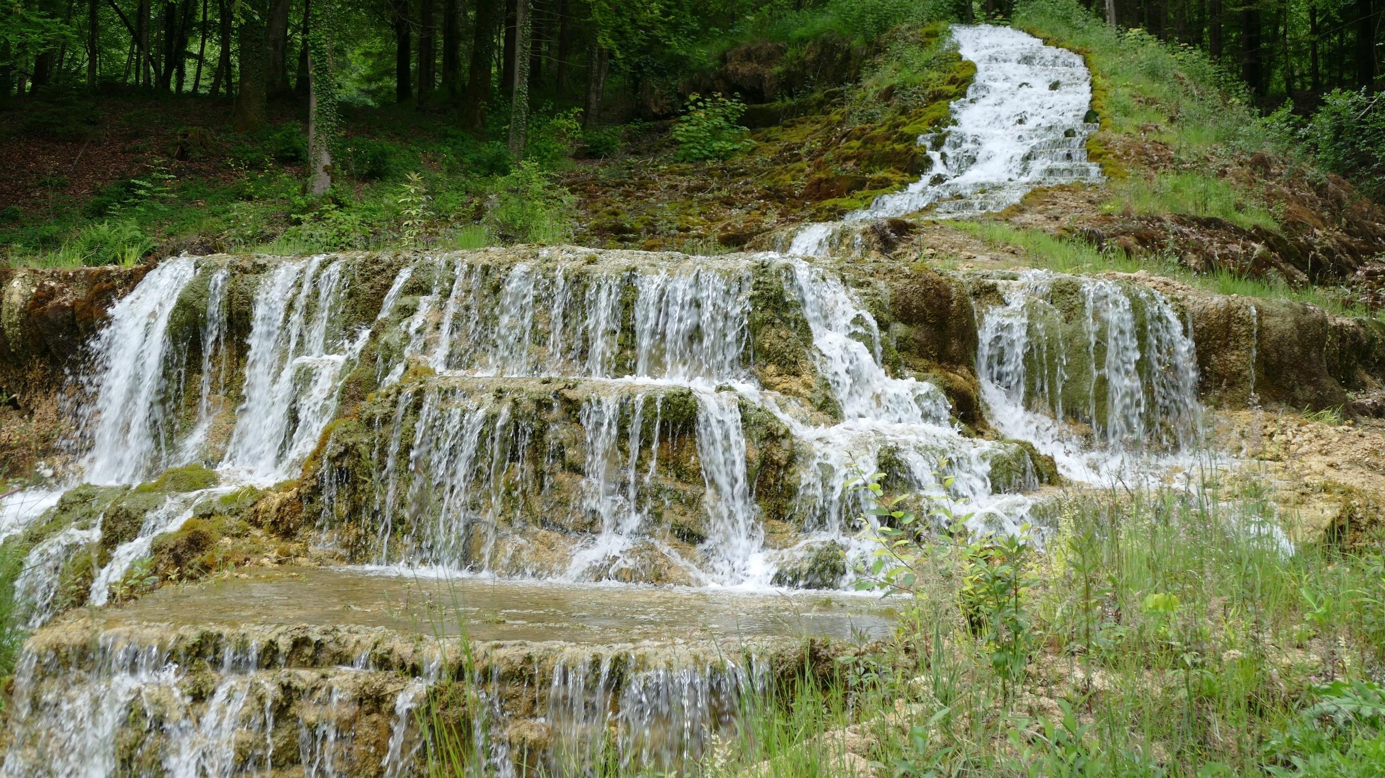 Les cascades d 39 etufs chemin de l 39 eau - Image de cascade ...