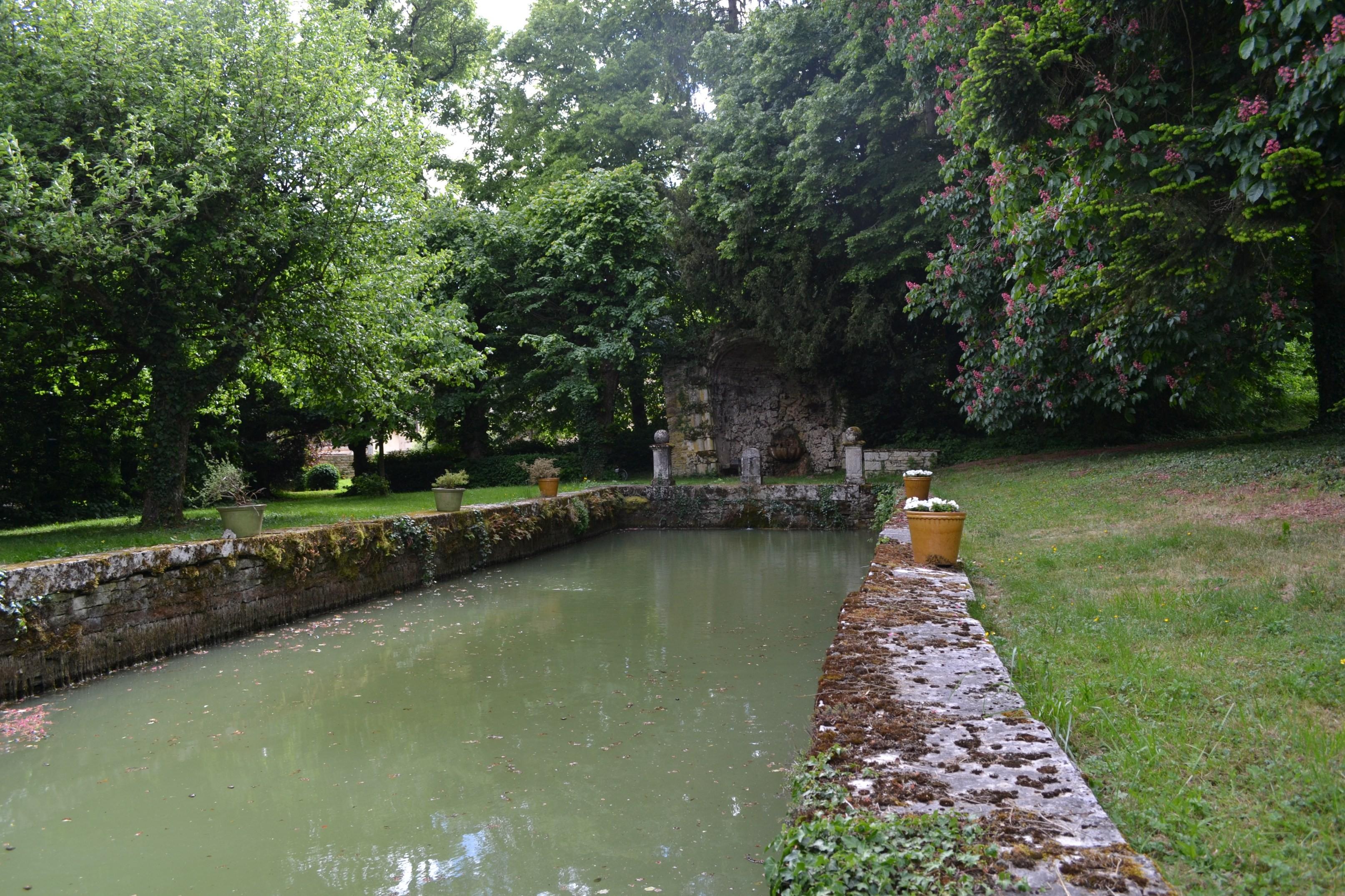 Au fil de l eau dans les parcs et jardins chemin de l 39 eau for Au jardin st michel pontorson